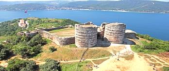 Tarihi Ceneviz Kalesi restorasyonu sürüyor