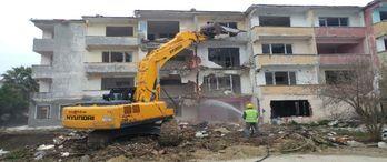 Büyükçekmece'de 28 riskli bina yıkıldı