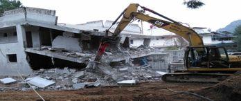 Antalya'da kaçak yapıların yıkımı hızlandı