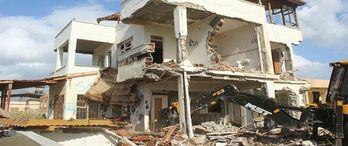 Bursa Osmangazi'de metruk binalar yıkılıyor