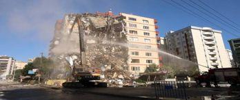 Bayraklı'da 30 hasarlı bina daha yıkılacak