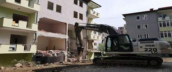 Bursa Yıldırım'da 5 bloklu sitede yıkım başladı