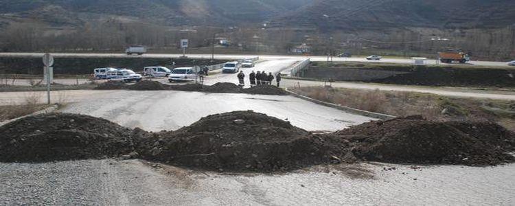 Arsası Üzerinden Geçen Yolu Trafiğe Kapattı