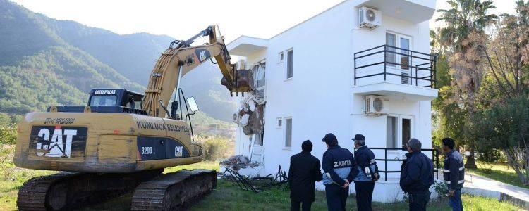 Antalya Adrasan'da Kaçak Otel Yıkıldı