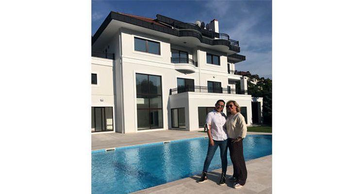 Demet Akalın Acarkent'ten Villa Aldı!