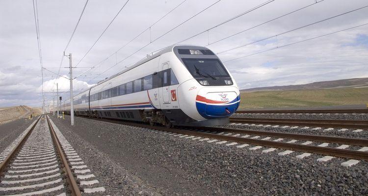 Bakan Arslan: Yüksek Hızlı Tren 2018 sonunda Haydarpaşa ve Halkalı'da olacak