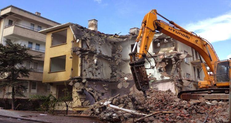 Riskli olmayan binalar yıkılamayacak