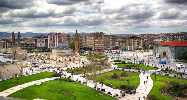 Sivas'ta 8 milyon TL'ye arsa satışa çıktı