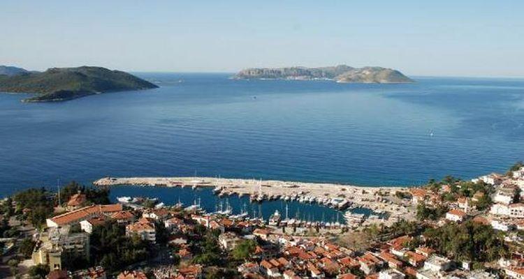 Antalya Kaş'ta kaçak villalar yıkıldı