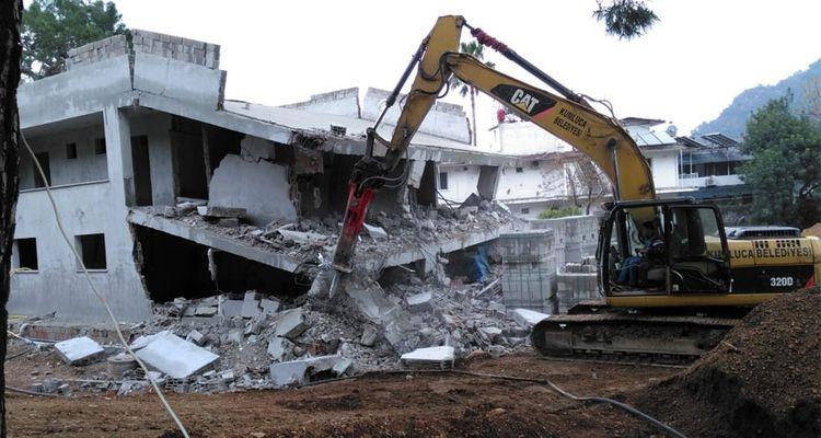 Antalya'da 6 aylık dönemde 405 kaçak yapı yıkıldı