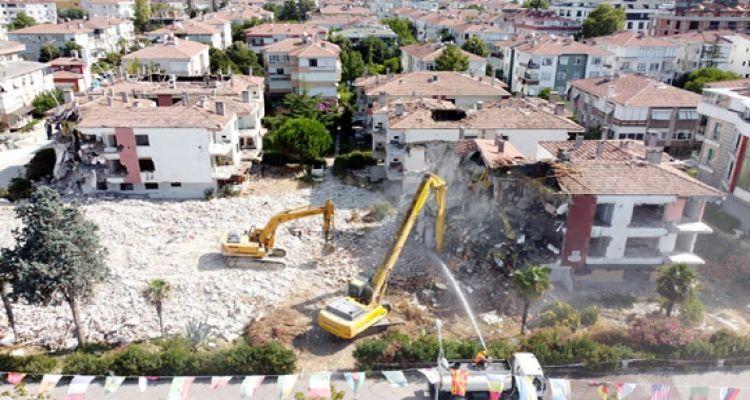 Büyükçekmece'de depreme dayanıksız 6 bloklu site yıkıldı