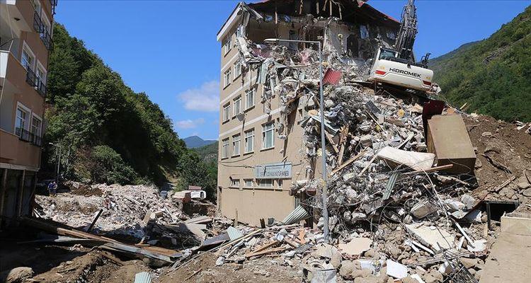 Giresun'da riskli binaların yıkımı sürüyor