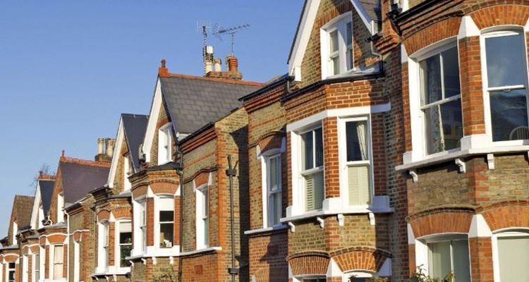 İngiltere'de konut fiyatları sert düşüş yaşadı
