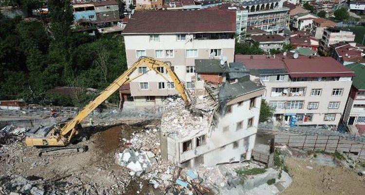 Manisa'da hasarlı binaların yıkımı tamamlandı
