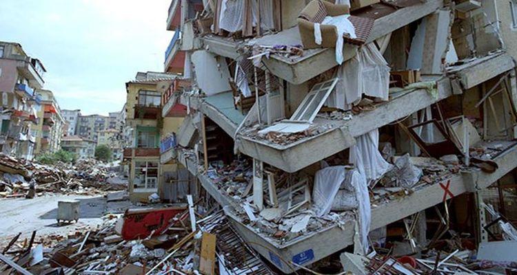 """""""Riski deprem değil güvensiz yapılar oluşturuyor"""""""