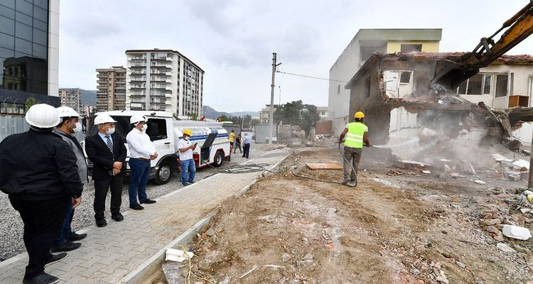 İzmir Örnekköy'de yıkımlar başladı