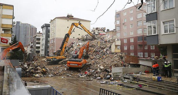 Kartal'da riskli binalar tek tek yıkılıyor