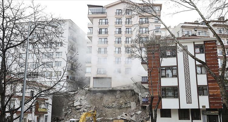 Açelya Apartmanı çevresindeki binaların yıkımı sürüyor