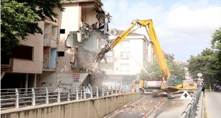 Büyükçekmece'de 5 riskli bina daha yıkıldı