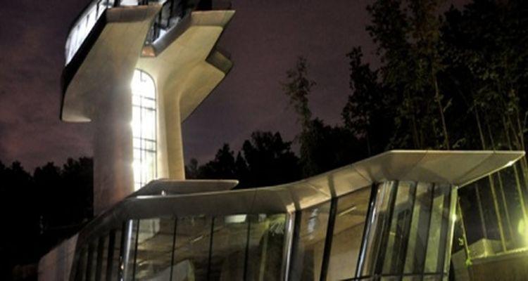 Naomi Campbell'in Ağaçların Tepesindeki 'Uzay Evi'