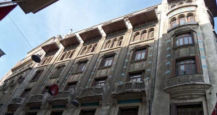 İstanbul Galata'daki Tarihi Tütün Hanı Satılıyor