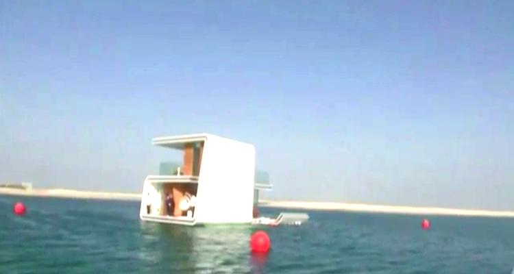 Dünyanın İlk Yüzen Evi Suya İndi