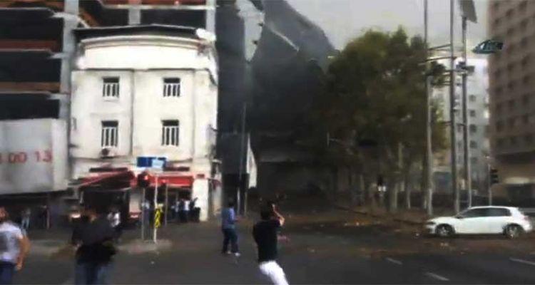 İstanbul Taksim'de İnşaat İskelesi Çöktü!