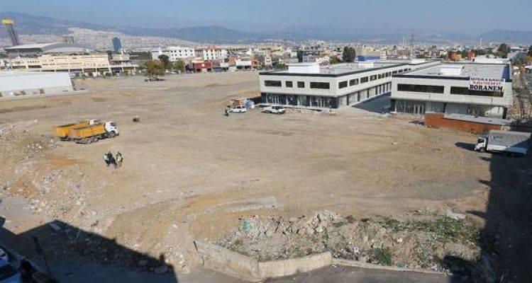 İzmir Konak'ta Moloz Yığını Parka Dönüşüyor
