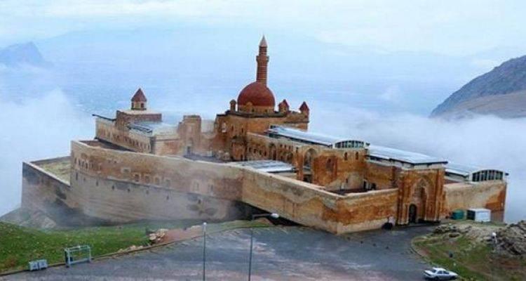 İshak Paşa Sarayı Camisi İbadete Açıldı