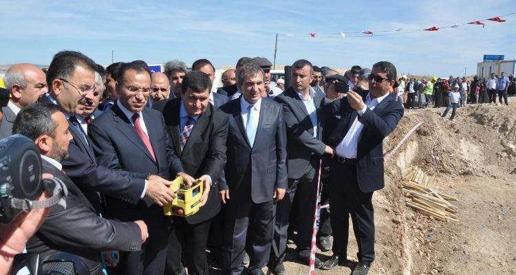Eski Adalet Bakanı Bozdağ, Sorgun'da Temel Atma Törenlerine Katıldı!