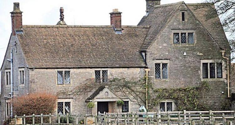 Lily Allen 400 Yıllık Evini Satışa Çıkardı