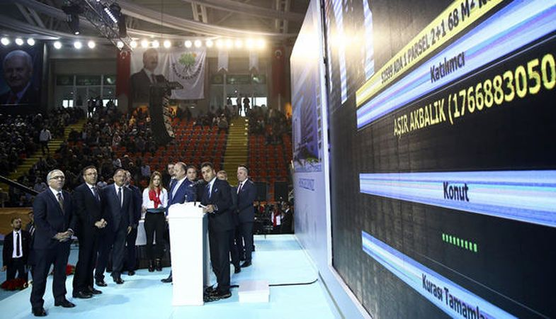 Ankara Mamak'ta 775 konutun sahipleri belirlendi