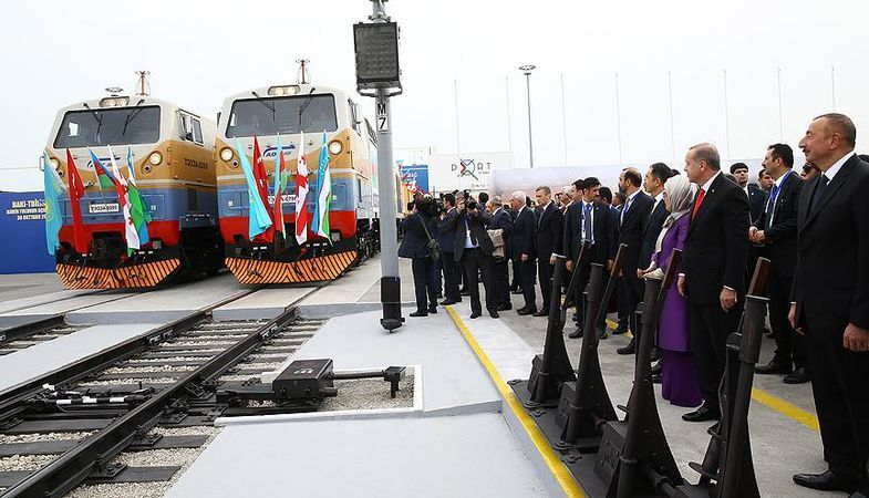 Demir İpek Yolu'nun ilk treni Kars'a ulaştı