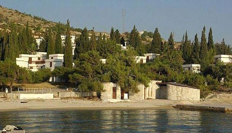 İzmir Foça'daki Fransız Tatil Köyü satışa sunulacak