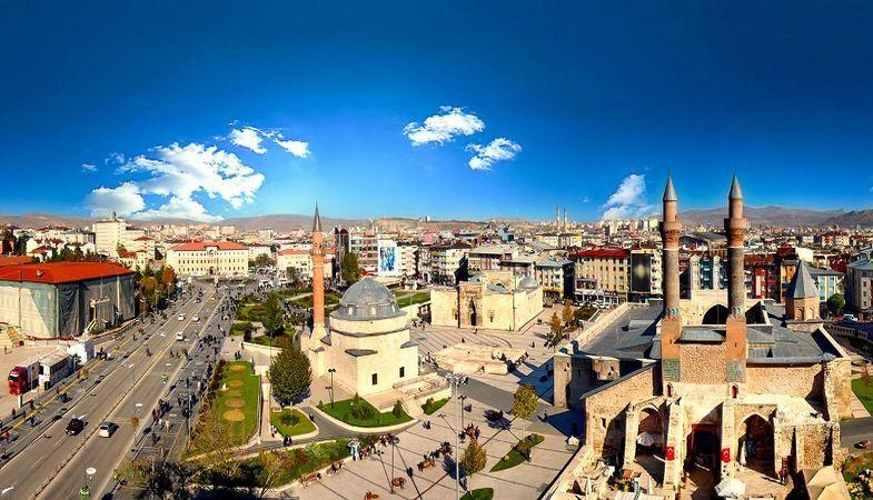 Sivas'ta 12.6 milyon TL'lik gayrimenkuller satışa çıktı