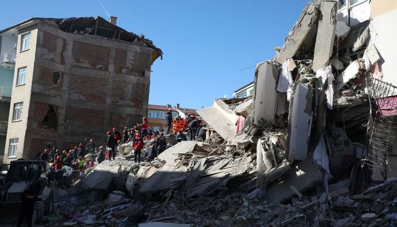 Elazığ'da kentsel dönüşüm sürüyor: 318 bina yıkıldı