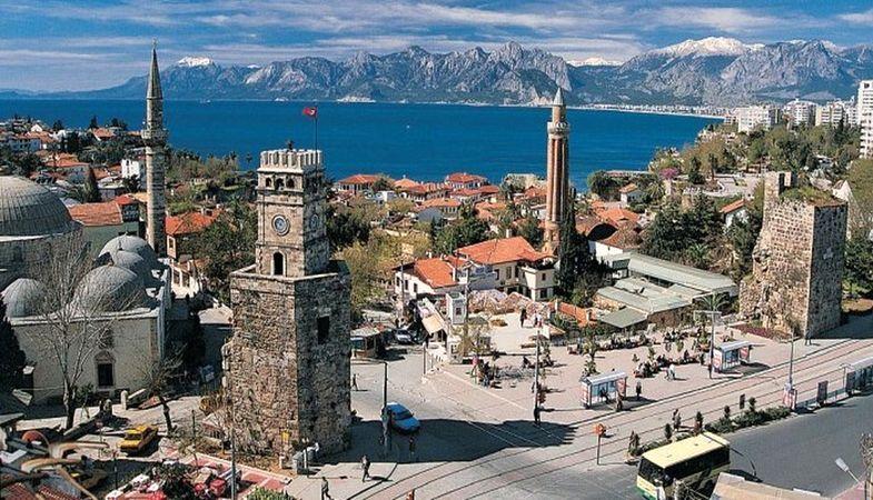Antalya'da Turist Oranlarında Düşüş Yaşanıyor