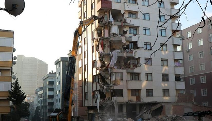 Kartal'da 101 riskli bina yıkıldı